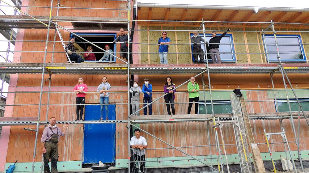 Mai 2020: Kegler und Judokas helfen beim Hallenbau